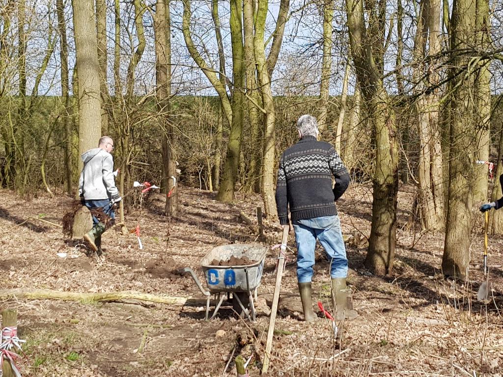 Tuinwerkdag maart 2018, aanplanten van jonge bomen